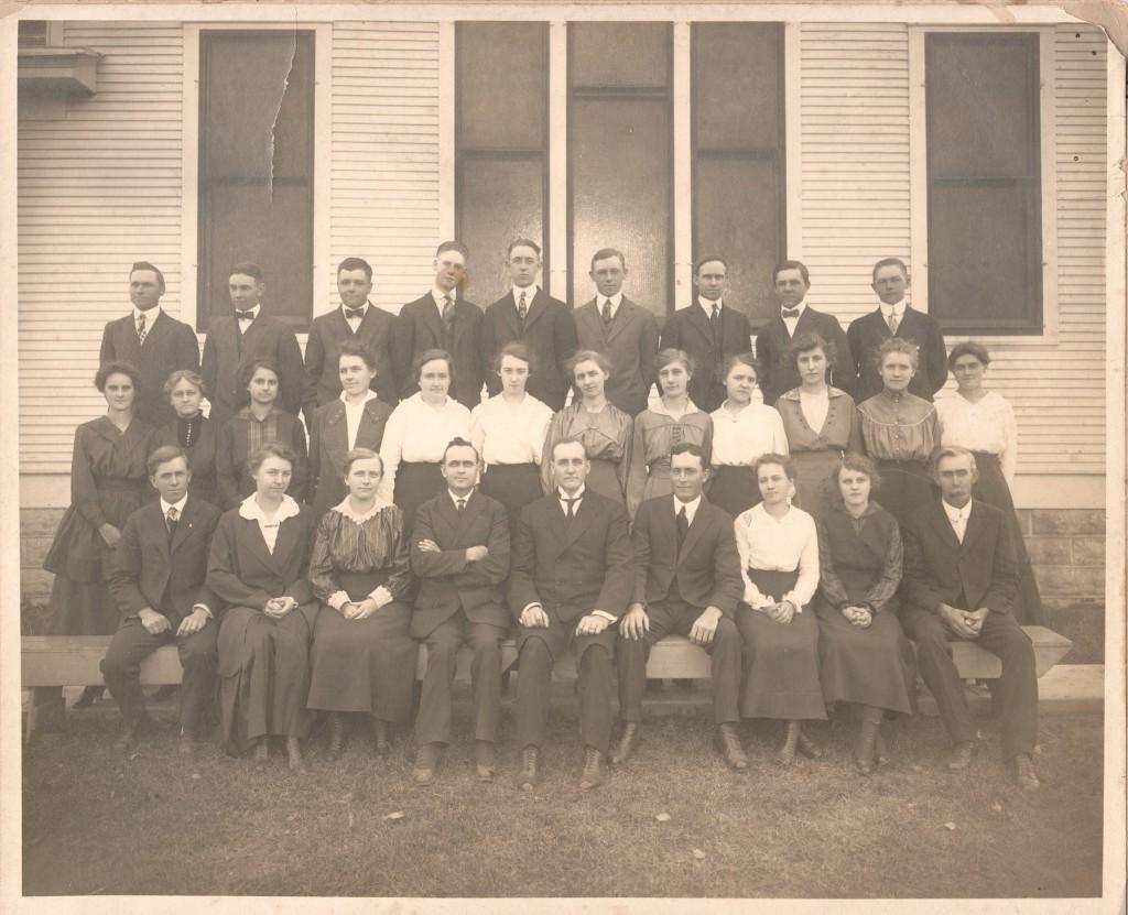 1921caCerescoMissionChurchYouthGroup2