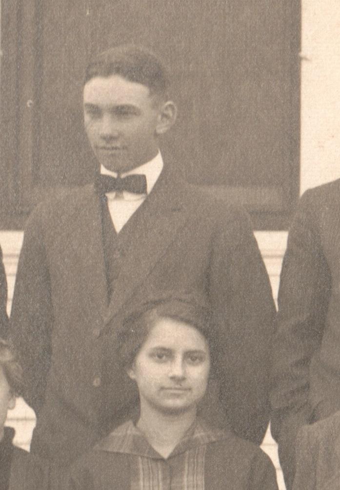1921caCerescoMissionChurchYouthGroup_closeup2